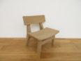 シンプルな子供用椅子