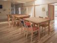 障害者福祉ホームで使用しているオークテーブル